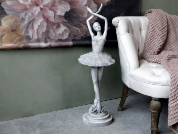 "Chic Antique ""Ballerina"""