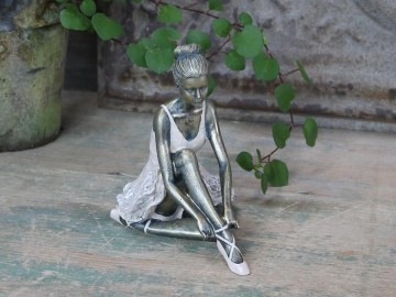 "Chic Antique ""Ballerina"" Sittende"