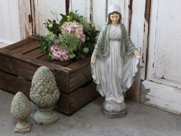 "Chic Antique ""Madonna"" Verte"